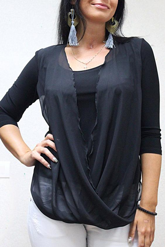 БлузкаБлузки<br>Красивая женская блузка с круглой горловиной и рукавами 3/4. Модель выполнена из приятного трикотажа и воздушного шифона. Отличный выбор для любого случая.   Цвет: черный  Рост девушки-фотомодели 167 см.<br><br>Горловина: С- горловина<br>По материалу: Вискоза,Трикотаж<br>По рисунку: Однотонные<br>По сезону: Весна,Всесезон,Зима,Лето,Осень<br>По стилю: Повседневный стиль<br>Рукав: Рукав три четверти<br>По силуэту: Приталенные<br>Размер : 44,46,48,50,52,54,56,58<br>Материал: Холодное масло + Шифон<br>Количество в наличии: 16