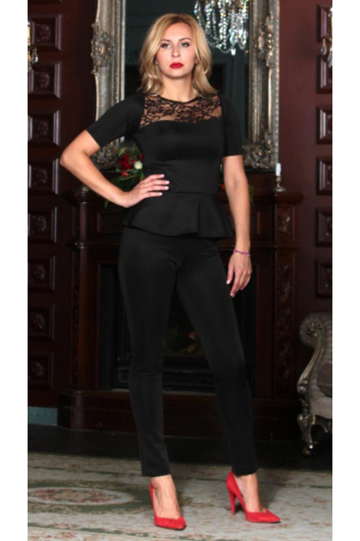 БлузкаБлузки<br>Комбинированная блуза из плотного трикотажного полотна с эластаном прилегающего силуэта. Кокетка полочки и спинки выполнены из гипюра. Рукав втачной, до локтя, по низу блузы-баска. Вставка из гипюра превращает обычную блузу в праздничный наряд, а баска - подчеркивает талию и придает фигуре ещё больше женственности и элегантности  Длина изделия от 55 см в зависимости от размера.  Цвет: черный  Рост девушки-фотомодели 175 см<br><br>Горловина: С- горловина<br>По материалу: Вискоза,Гипюр<br>По образу: Город,Свидание<br>По рисунку: Однотонные<br>По сезону: Весна,Зима,Лето,Осень,Всесезон<br>По силуэту: Приталенные<br>По стилю: Нарядный стиль,Повседневный стиль<br>По элементам: С баской<br>Рукав: Короткий рукав<br>Размер : 46,50,52,54<br>Материал: Вискоза + Гипюр<br>Количество в наличии: 4