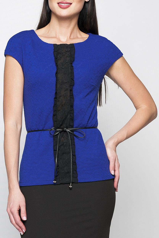 ТопБлузки<br>Топ из мягкого трикотажа полуприлегающего силуэта. По центру выполнен декор из контрастного кружева с шифоновой оборкой. Топ отлично будет смотреться как с юбкой, так и с брюками. А насыщенный синий цвет сделает Ваш образ еще более эффектным. Блузка без пояса.  Параметры изделия:  44 размер: обхват груди - 86 см, длина изделия - 59 см  В изделии использованы цвета: синий, черный  Рост девушки-фотомодели 175 см.<br><br>Горловина: С- горловина<br>По материалу: Гипюр,Трикотаж<br>По рисунку: Цветные<br>По сезону: Весна,Зима,Лето,Осень,Всесезон<br>По силуэту: Приталенные<br>По стилю: Нарядный стиль,Повседневный стиль,Летний стиль<br>По элементам: С декором<br>Рукав: Короткий рукав<br>Размер : 42,44,46,48,50,52,54,56<br>Материал: Трикотаж + Гипюр<br>Количество в наличии: 8