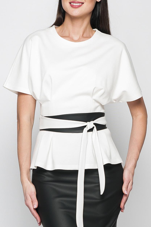 БлузкаБлузки<br>Стильная женская блуза из трикотажа полуприталенного силуэта. Блуза идеально сочетается с классической юбкой-карандаш и будет отличным вариантом для офиса и деловых встреч. Блузка без пояса.  Параметры изделия:  44 размер: обхват груди - 70 см, длина рукава - 27 см, длина изделия - 58 см;  52 размер: обхват груди - 84 см, длина рукава - 30 см. длина изделия - 62 см.  В изделии использованы цвета: белый, черный  Рост девушки-фотомодели 175 см.<br><br>Горловина: С- горловина<br>По материалу: Трикотаж<br>По сезону: Весна,Зима,Лето,Осень,Всесезон<br>По силуэту: Приталенные<br>По стилю: Классический стиль,Офисный стиль,Повседневный стиль<br>По элементам: С баской,С кожаными вставками<br>Рукав: Короткий рукав<br>По рисунку: Однотонные<br>Размер : 42,44,48,50<br>Материал: Джерси + Искусственная кожа<br>Количество в наличии: 4