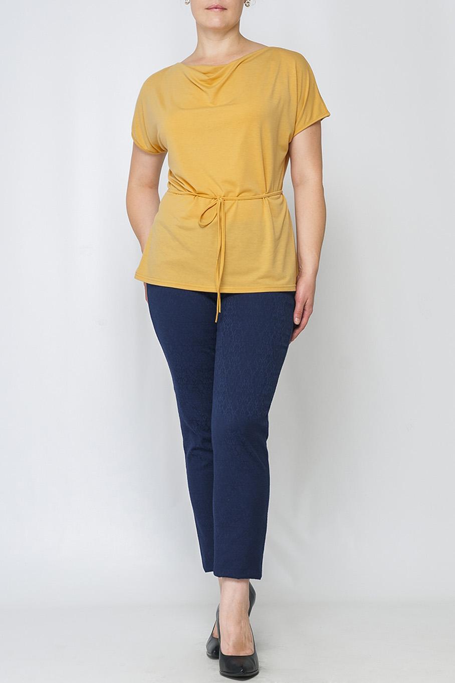 БлузкаБлузки<br>Элегантная женская блуза. Модель полуприлегающего силуэта из легкого трикотажного материала, имеет круглый вырез горловины с небольшой драпировкой ткани и короткие свободные рукава.  Блузка без пояса.  Параметры изделия:  44 размер: ширина по линии бедер 98 см, длина изделия 64 см;  52 размер: ширина по линии бедер 114 см, длина изделия 68 см.  Цвет: горчичный  Рост девушки-фотомодели 170 см.<br><br>Горловина: Качель<br>По материалу: Трикотаж<br>По рисунку: Однотонные<br>По сезону: Весна,Зима,Лето,Осень,Всесезон<br>По силуэту: Полуприталенные<br>По стилю: Офисный стиль,Повседневный стиль,Кэжуал,Летний стиль<br>Рукав: Короткий рукав<br>Размер : 46,50,52,56,58,60<br>Материал: Трикотаж<br>Количество в наличии: 6