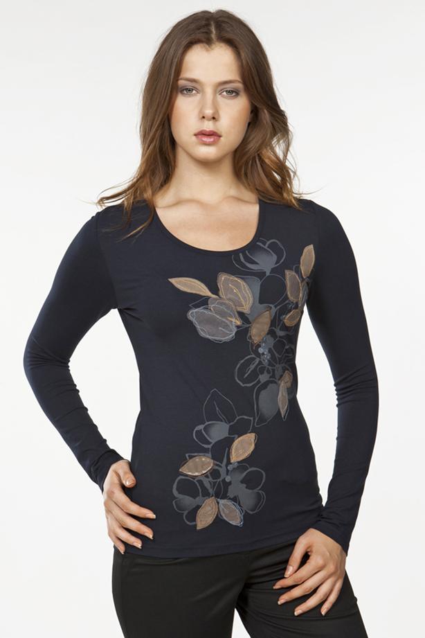 БлузкаБлузки<br>Изящная блузка с интересным принтом и длинными рукавами. Модель выполнена из мягкой вискозы. Отличный выбор для повседневного гардероба.  Цвет: синий, бежевый  Ростовка изделия 170 см.<br><br>По образу: Город,Свидание<br>По стилю: Повседневный стиль<br>По материалу: Вискоза<br>По рисунку: С принтом,Однотонные<br>По сезону: Осень,Весна,Всесезон,Зима,Лето<br>По силуэту: Полуприталенные<br>Рукав: Длинный рукав<br>Горловина: С- горловина<br>Размер: 44,46,48,52<br>Материал: 97% вискоза 3% эластан<br>Количество в наличии: 1