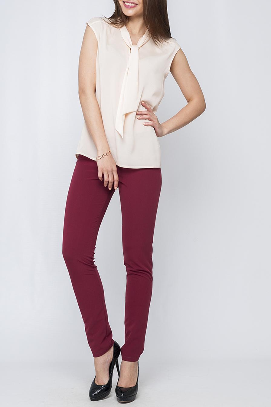 БлузкаБлузки<br>Элегантная женская блуза из шифона, которая придаст Вашему образу женственность, изысканность и неповторимый стиль. Прекрасно сочетается с брюками в классическом стиле и будет идельным дополнением к Вашему гардеробу.  Параметры изделия:  44 размер: обхват по линии груди - 99 см, обхват по линии бедер - 100 см, длина изделия по спинке - 63,5 см;  52 размер: обхват по линии груди - 114 см, обхват по линии бедер - 116 см, длина изделия по спинке - 66 см.  В изделии использованы цвета: светло-бежевый  Рост девушки-фотомодели 170 см.<br><br>По материалу: Шифон<br>По рисунку: Однотонные<br>По сезону: Весна,Зима,Лето,Осень,Всесезон<br>По силуэту: Полуприталенные<br>По стилю: Офисный стиль,Повседневный стиль,Романтический стиль,Классический стиль,Кэжуал,Летний стиль<br>Рукав: Без рукавов<br>Размер : 50,52,54<br>Материал: Шифон<br>Количество в наличии: 3