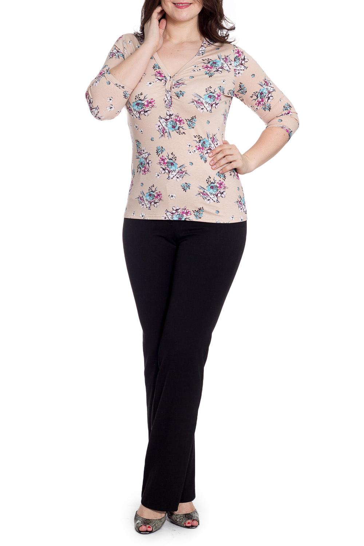 БлузкаБлузки<br>Цветная блузка с V-образной горловиной и рукавами 3/4. Модель выполнена из мягкой вискозы. Отличный выбор для повседневного гардероба.  В изделии использованы цвета: бежевый, голубой, розовый  Рост девушки-фотомодели 180 см.<br><br>Горловина: V- горловина<br>По материалу: Вискоза<br>По рисунку: Растительные мотивы,С принтом,Цветные,Цветочные<br>По сезону: Весна,Зима,Лето,Осень,Всесезон<br>По силуэту: Приталенные<br>По стилю: Повседневный стиль<br>Рукав: Рукав три четверти<br>Размер : 48,58<br>Материал: Вискоза<br>Количество в наличии: 2