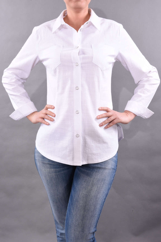 РубашкаРубашки<br>Блузка создана по лекалам рубашки, длинный рукав, разрезы по бокам, накладные карманы на груди. Замечательный офисный вариант на лето.  Цвет: белый  Рост девушки-фотомодели 170 см<br><br>Воротник: Рубашечный<br>Застежка: С пуговицами<br>По материалу: Хлопок<br>По образу: Город,Офис,Свидание<br>По рисунку: Однотонные<br>По сезону: Весна,Зима,Лето,Осень,Всесезон<br>По силуэту: Полуприталенные<br>По стилю: Классический стиль,Офисный стиль,Повседневный стиль<br>По элементам: С манжетами<br>Рукав: Длинный рукав<br>Размер : 48,50,52<br>Материал: Хлопок<br>Количество в наличии: 4