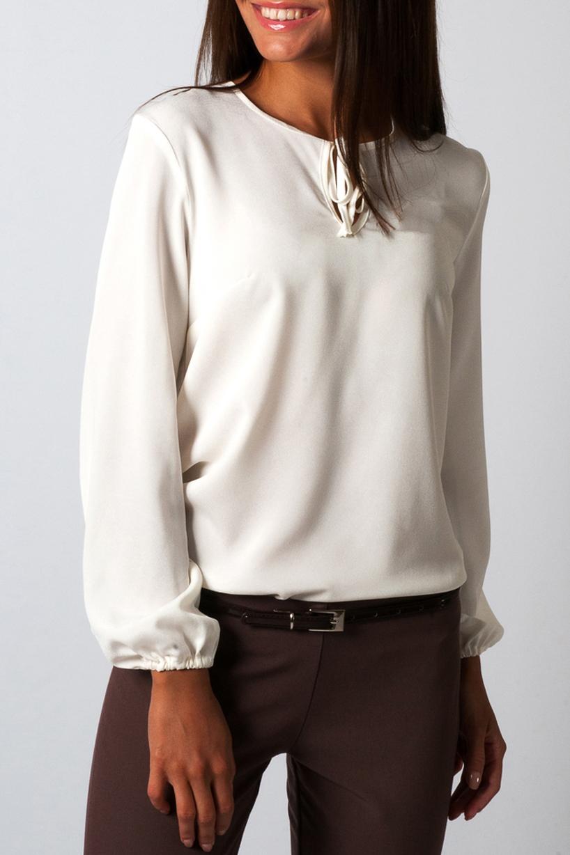 БлузкаБлузки<br>Блуза из шифона свободного силуэта. Приятный молочный цвет, добавит нотки нежности в Ваш образ. Блузу можно носить как навыпуск, так и в заправленном виде. На горловине изделия имеются завязочки и каплеобразный вырез. Рукава изделия оформлены резиночками.   Параметры изделия:  44 размер: обхват по линии груди - 98 см, обхват по линии бедер - 98 см, длина изделия - 63 см, длина рукава - 58,5 см;  52 размер: обхват по линии груди - 114 см, обхват по линии бедер - 114 см, длина изделия - 66,5 см, длина рукава - 58,5 см.   Цвет: белый  Рост девушки-фотомодели 170 см<br><br>Горловина: С- горловина<br>По материалу: Шифон<br>По рисунку: Однотонные<br>По сезону: Весна,Зима,Лето,Осень,Всесезон<br>По силуэту: Полуприталенные<br>По стилю: Офисный стиль,Повседневный стиль<br>Рукав: Длинный рукав<br>Размер : 56<br>Материал: Шифон<br>Количество в наличии: 1