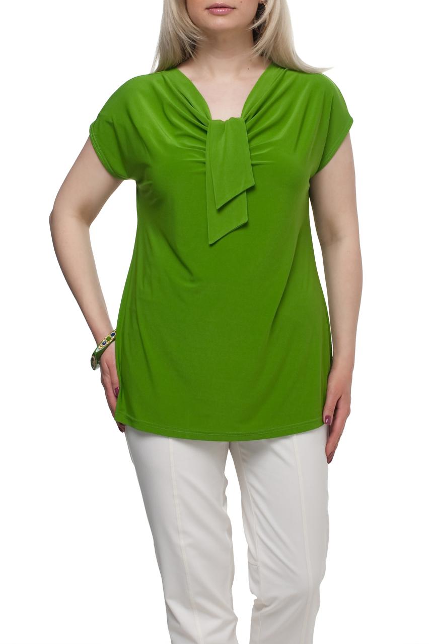 БлузкаБлузки<br>Однотонная женская блузка полуприталенного силуэта с декоративным элементом на груди. Модель выполнена из приятного трикотажа. Отличный выбор для любого случая.  Цвет: зеленый  Рост девушки-фотомодели 173 см<br><br>Горловина: Качель,С- горловина<br>По материалу: Трикотаж<br>По рисунку: Однотонные<br>По сезону: Весна,Зима,Лето,Осень,Всесезон<br>По силуэту: Полуприталенные<br>По стилю: Повседневный стиль<br>По элементам: С декором<br>Рукав: Короткий рукав<br>Размер : 66,68,72<br>Материал: Холодное масло<br>Количество в наличии: 4