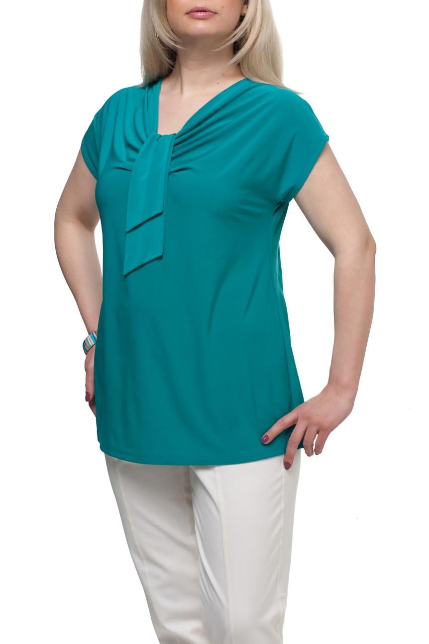 БлузкаБлузки<br>Однотонная женская блузка полуприталенного силуэта с декоративным элементом на груди. Модель выполнена из приятного трикотажа. Отличный выбор для любого случая.  Цвет: бирюзовый  Рост девушки-фотомодели 173 см<br><br>Горловина: Качель,С- горловина<br>По материалу: Трикотаж<br>По рисунку: Однотонные<br>По сезону: Весна,Зима,Лето,Осень,Всесезон<br>По силуэту: Полуприталенные<br>По стилю: Повседневный стиль<br>По элементам: С декором<br>Рукав: Короткий рукав<br>Размер : 66,68,72<br>Материал: Холодное масло<br>Количество в наличии: 3