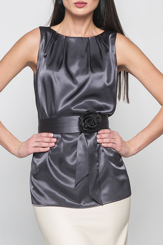 БлузкаБлузки<br>Нарядная блузка из атласа. Материал модели гладкий, с легким блеском. Блузка имеет широкие удобные бретели и прямой силуэт, длиной до бедер. Круглый вырез горловины оформлен встречными складками.  Блузка без пояса.  Параметры изделия:  44 размер: обхват груди - 100 см, длина изделия - 67 см; 52 размер: обхват груди - 112 см, длина изделия - 112 см  Цвет: серый  Рост девушки-фотомодели 175 см<br><br>Горловина: С- горловина<br>По материалу: Атлас<br>По рисунку: Однотонные<br>По сезону: Весна,Зима,Лето,Осень,Всесезон<br>По силуэту: Полуприталенные<br>По стилю: Нарядный стиль,Повседневный стиль,Вечерний стиль<br>По элементам: Со складками<br>Рукав: Без рукавов<br>Размер : 52<br>Материал: Атлас<br>Количество в наличии: 1