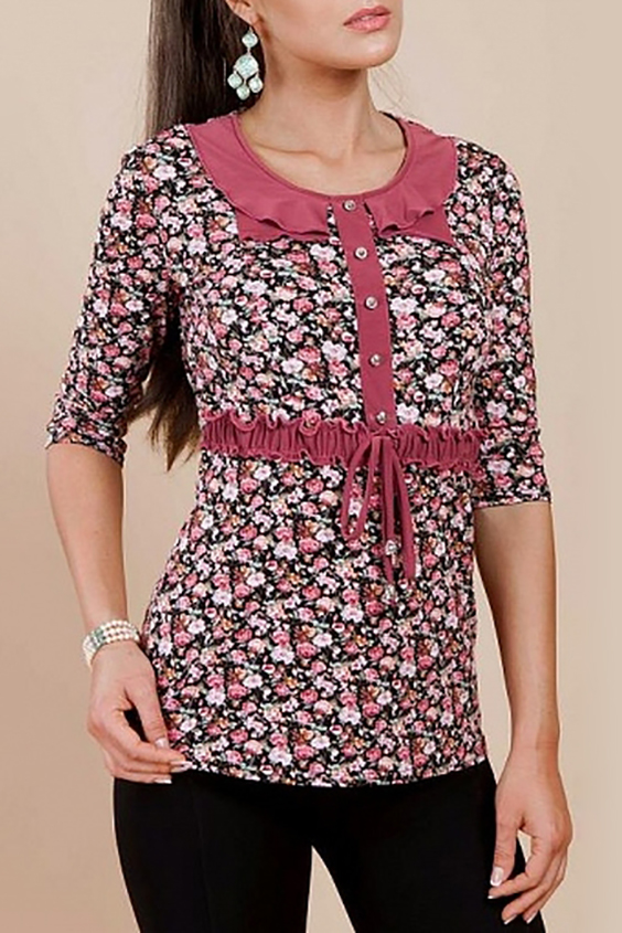 БлузкаБлузки<br>Великолепная блузка с круглой горловиной и рукавами 3/4. Модель выполнена из приятного трикотажа. Отличный выбор для повседневного гардероба.  Цвет: черный, розовый, белый  Параметры (обхват груди; обхват талии; обхват бедер): 44 размер - 88; 66,4; 96 см 46 размер - 92; 70,6; 100 см 48 размер - 96; 74,2; 104 см 50 размер - 100; 90; 106 см 52 размер - 104; 94; 110 см 54-56 размер - 108-112; 98-102; 114-118 см 58-60 размер - 116-120; 106-110; 124-130 см<br><br>Горловина: С- горловина<br>По материалу: Трикотаж<br>По рисунку: Растительные мотивы,С принтом,Цветные,Цветочные<br>По сезону: Весна,Зима,Лето,Осень,Всесезон<br>По силуэту: Полуприталенные<br>По стилю: Повседневный стиль<br>По элементам: С воланами и рюшами,С декором<br>Рукав: Рукав три четверти<br>Размер : 46<br>Материал: Вискоза<br>Количество в наличии: 1