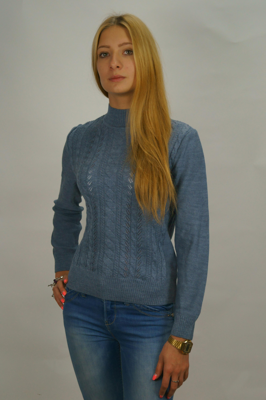 СвитерСвитеры<br>Теплый свитер с длинными рукавами из вязанного трикотажа. Вязаный трикотаж - это красота, тепло и комфорт. В вязаных вещах очень легко оставаться женственной и в то же время не замёрзнуть.  Цвет: синий  Рост девушки-фотомодели 165 см.<br><br>Воротник: Стойка<br>По материалу: Вязаные,Трикотаж<br>По образу: Город,Свидание<br>По рисунку: Однотонные,Фактурный рисунок<br>По силуэту: Полуприталенные<br>По стилю: Повседневный стиль<br>Рукав: Длинный рукав<br>По сезону: Зима<br>Размер : 52,54,56<br>Материал: Вязаное полотно<br>Количество в наличии: 3