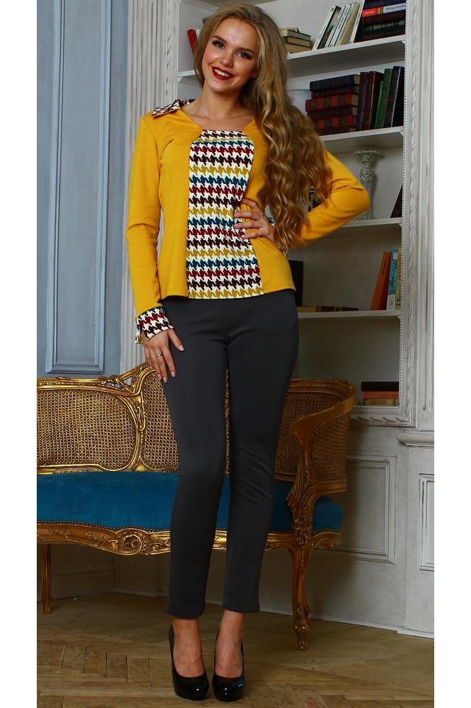 БлузкаБлузки<br>Комбинированная блуза из плотного трикотажного полотна с рельефным рисунком полуприлегающего силуэта.Рукав втачной на манжете.Вставка переда, воротник и манжеты выполнены из отделочной ткани.  Блузка с принтом — оригинальный способ разнообразить повседневный и офисный гардероб Частый принт сделает фигуру визуально стройнее и скроет несовершенства в области талии.  Длина изделия от 59 см до 64 см, в зависимости от размера.  В изделии использованы цвета: желтый, белый и др.  Рост девушки-фотомодели 167 см.<br><br>Воротник: Отложной<br>Горловина: С- горловина<br>По материалу: Вискоза,Трикотаж<br>По образу: Город<br>По рисунку: С принтом,Цветные<br>По сезону: Весна,Зима,Лето,Осень,Всесезон<br>По силуэту: Полуприталенные<br>По стилю: Повседневный стиль<br>По элементам: С манжетами<br>Рукав: Длинный рукав<br>Размер : 46,48,54<br>Материал: Трикотаж<br>Количество в наличии: 3