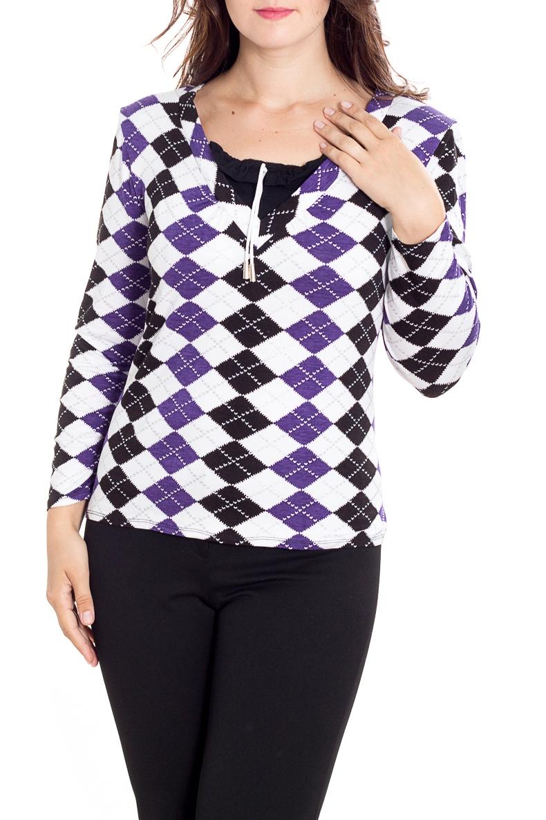 БлузкаБлузки<br>Цветная блузка с длинными рукавами. Модель выполнена из мягкой вискозы. Отличный выбор для повседневного гардероба.  В изделии использованы цвета: белый, фиолетовый, черный  Рост девушки-фотомодели 180 см<br><br>Горловина: С- горловина<br>По материалу: Вискоза<br>По рисунку: Геометрия,С принтом,Цветные<br>По сезону: Весна,Зима,Лето,Осень,Всесезон<br>По силуэту: Приталенные<br>По стилю: Повседневный стиль<br>По элементам: С декором<br>Рукав: Длинный рукав<br>Размер : 56,58,60,62,64<br>Материал: Вискоза<br>Количество в наличии: 5