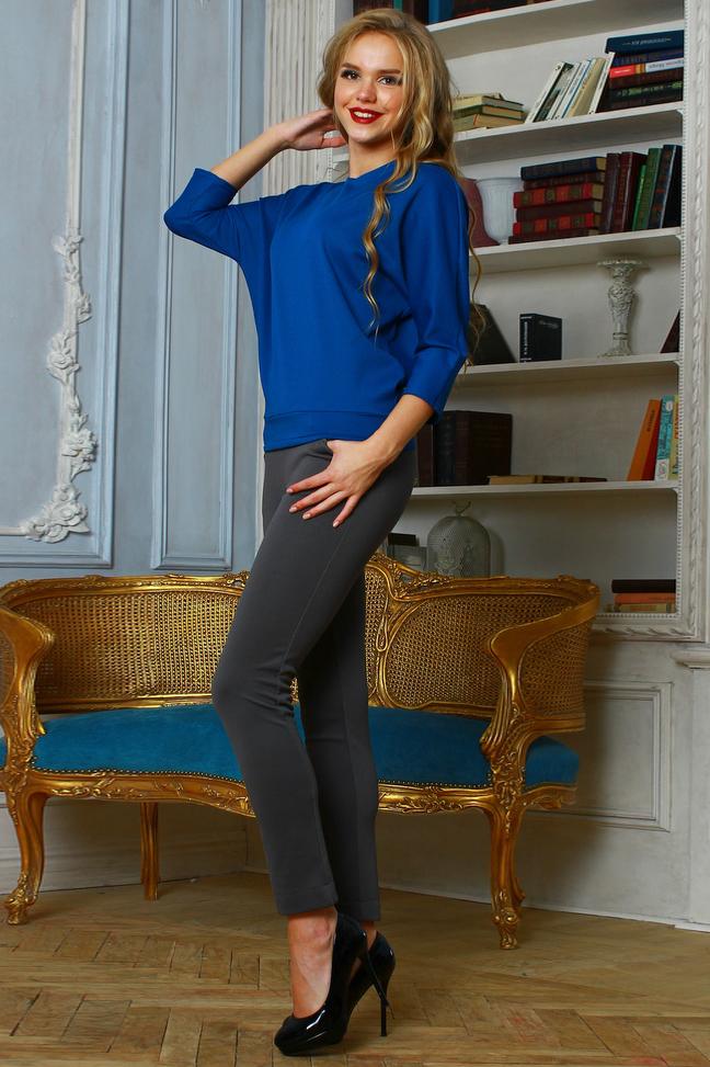 БлузкаБлузки<br>Блуза на поясе из плотного трикотажного полотна с   рельефным рисунком, рукав цельнокроенный, 3/4. Отличный вариант на каждый день Будет сочетаться с любым предметом гардероба и замаскирует нежелательные объемы в области талии.  Длина изделия от 57 см до 61 см, в зависимости от размера.  Цвет: синий  Рост девушки-фотомодели 167 см.<br><br>Горловина: С- горловина<br>По материалу: Вискоза,Трикотаж<br>По образу: Город,Офис,Свидание<br>По рисунку: Однотонные<br>По сезону: Весна,Зима,Лето,Осень,Всесезон<br>По силуэту: Свободные<br>По стилю: Офисный стиль,Повседневный стиль<br>Рукав: Рукав три четверти<br>Размер : 48,52<br>Материал: Трикотаж<br>Количество в наличии: 2