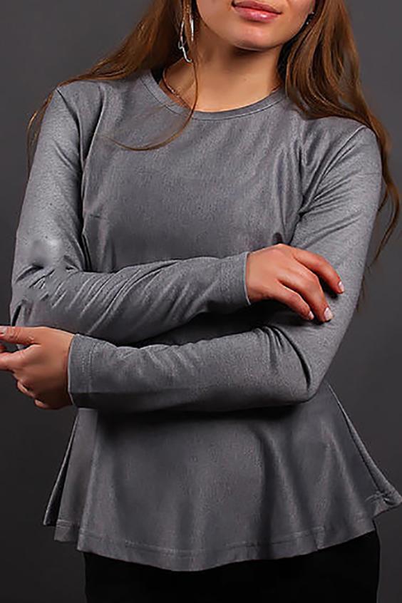 БлузкаБлузки<br>Красивая блузка с баской и длинными рукавами. Модель выполнена из плотного трикотажа. Отличный выбор для повседневного гардероба.  Цвет: серый  Ростовка изделия 170 см.<br><br>Горловина: С- горловина<br>По материалу: Трикотаж<br>По образу: Город,Офис,Свидание<br>По рисунку: Леопард,Однотонные<br>По сезону: Весна,Всесезон,Зима,Лето,Осень<br>По силуэту: Полуприталенные<br>По стилю: Офисный стиль,Повседневный стиль<br>По элементам: С баской<br>Рукав: Длинный рукав<br>Размер : 46-48<br>Материал: Трикотаж<br>Количество в наличии: 1