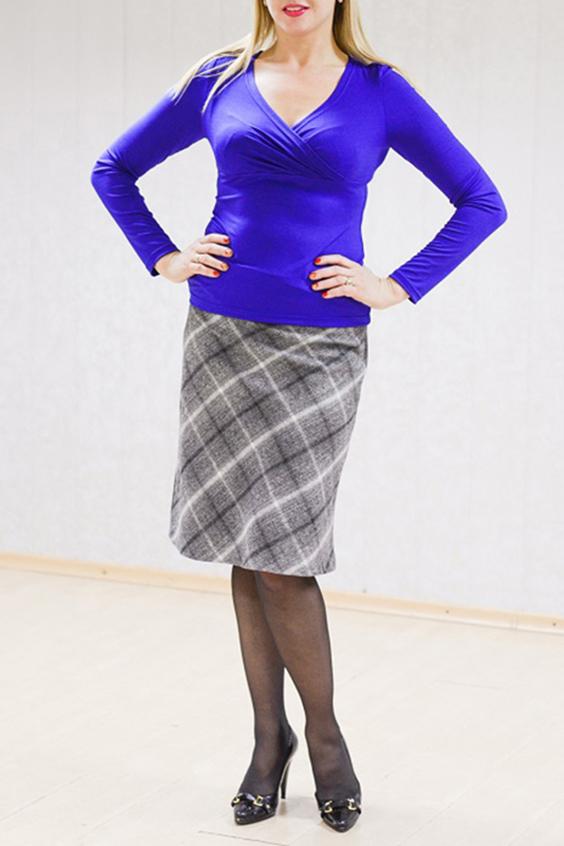 БлузкаБлузки<br>Женственная женская блузка из приятной к телу вискозы. Горловина V-образная на запах. Рукава длинные. Цвет: синий.  Рост девушки-фотомодели 170 см<br><br>Горловина: V- горловина,Запах<br>По материалу: Вискоза,Трикотаж<br>По рисунку: Однотонные<br>По сезону: Весна,Всесезон,Зима,Осень<br>По силуэту: Приталенные<br>По стилю: Повседневный стиль<br>По элементам: С вырезом,Со складками<br>Рукав: Длинный рукав<br>Размер : 48<br>Материал: Вискоза<br>Количество в наличии: 1