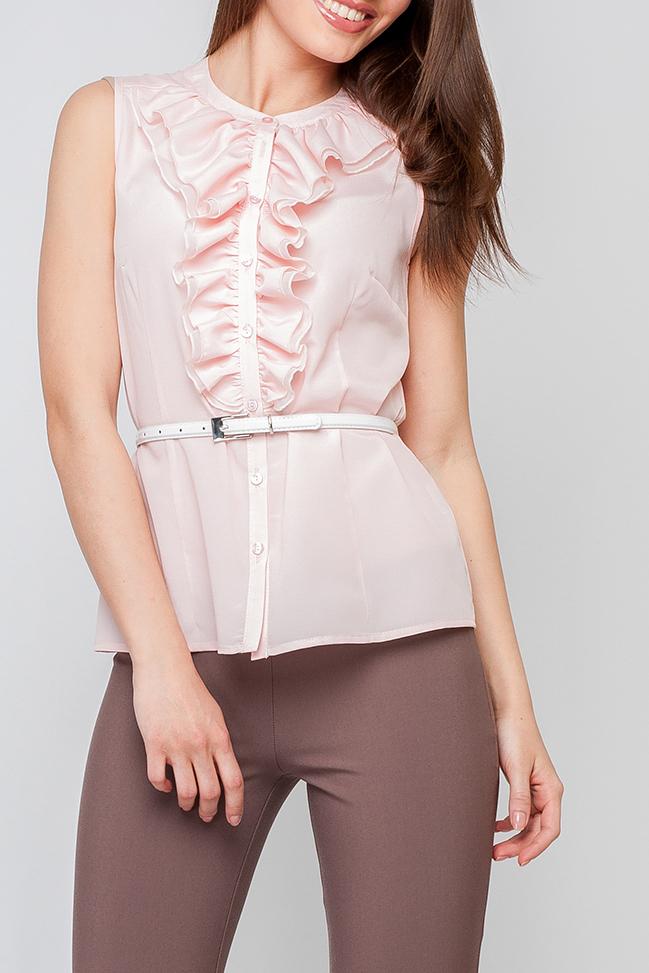 БлузкаБлузки<br>Элегантная женская блуза, украшеная рюшами по воротничку и переду блузы, нежная расцветка придает модели особый шарм. Подойдет как для повседневного, так и для офисного стиля.  Блузка без ремня.  Параметры изделия:  42 размер: обхват груди - 86 мс, обхват бедер - 100 см, длина изделия - 56 см.  Цвет: розовый  Рост девушки-фотомодели 170 см<br><br>Горловина: С- горловина<br>Застежка: С пуговицами<br>По материалу: Хлопок<br>По образу: Город,Свидание<br>По рисунку: С принтом,Цветные<br>По сезону: Весна,Зима,Лето,Осень,Всесезон<br>По силуэту: Полуприталенные<br>По стилю: Нарядный стиль,Повседневный стиль<br>По элементам: С воланами и рюшами,С воротником<br>Рукав: Без рукавов<br>Размер : 40,50,52<br>Материал: Шифон<br>Количество в наличии: 3