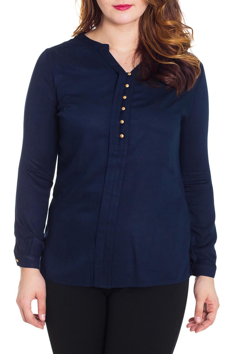 БлузкаБлузки<br>Красивая блузка приталенного силуэта. Модель выполнена из приятного материала. Отличный выбор для повседневного гардероба.  Цвет: синий  Рост девушки-фотомодели 180 см.<br><br>Горловина: V- горловина<br>Застежка: С пуговицами<br>По материалу: Вискоза,Тканевые<br>По рисунку: Однотонные<br>По сезону: Весна,Всесезон,Зима,Лето,Осень<br>По силуэту: Полуприталенные<br>По стилю: Офисный стиль,Повседневный стиль<br>Рукав: Длинный рукав<br>Размер : 48,52,54,58<br>Материал: Блузочная ткань<br>Количество в наличии: 4