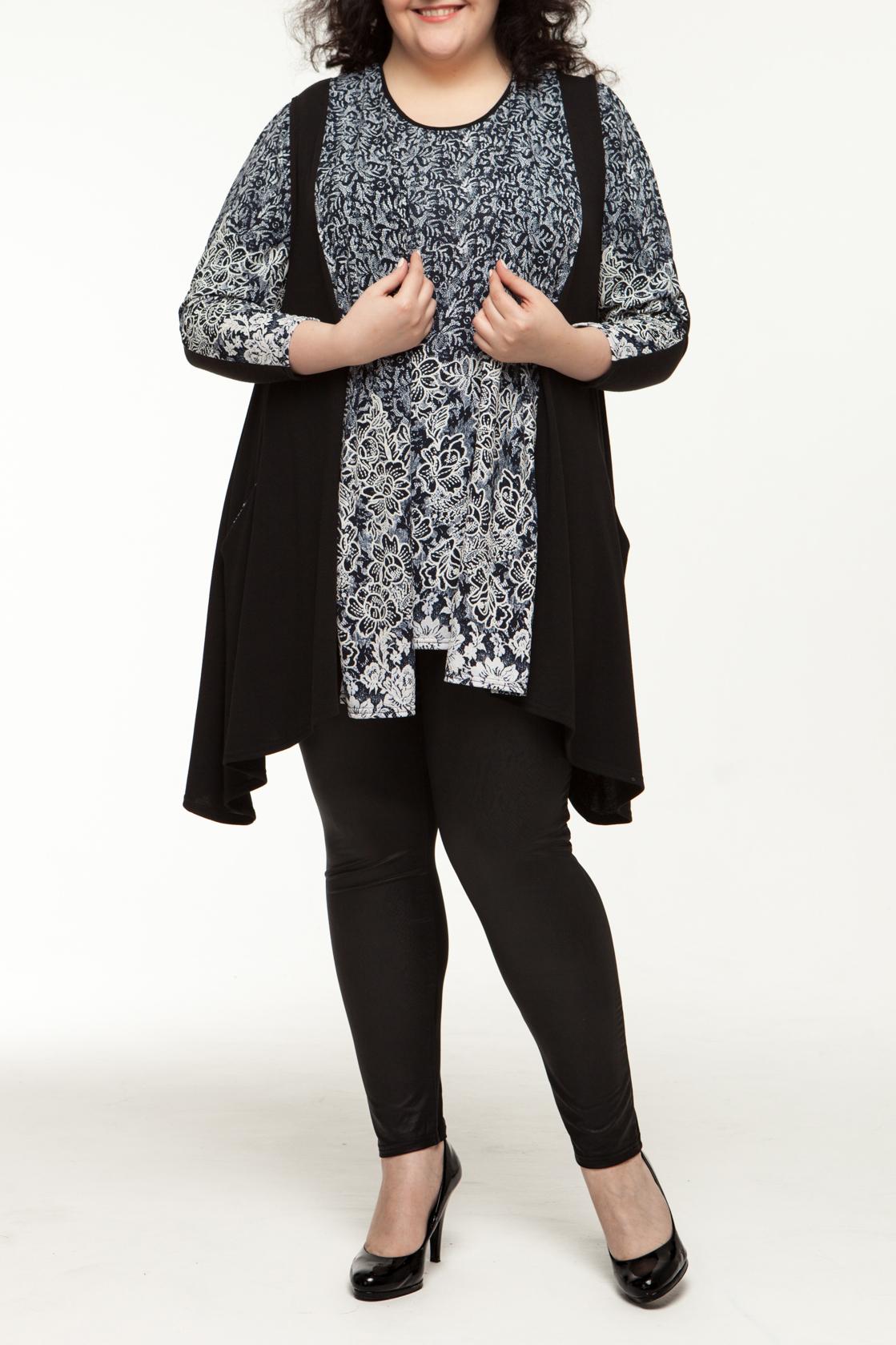 БлузкаТуники<br>Модель состоит из туники с круглым вырезом горловины, рукав 3/4 и кардигана с карманами. Кардиган декорирован черно-белым принтом, что создает красивое сочетание и прекрасно дополняет образ.  Длина изделия: низ 78 см, верх 83 см  В изделии использованы цвета: черный, синий, белый  Рост девушки-фотомодели 170 см.<br><br>Горловина: С- горловина<br>По материалу: Трикотаж<br>По образу: Город,Свидание<br>По рисунку: Растительные мотивы,С принтом,Цветные,Цветочные<br>По силуэту: Свободные<br>По стилю: Повседневный стиль<br>Рукав: Длинный рукав<br>По сезону: Зима<br>Размер : 54,56,58,60,62,64<br>Материал: Трикотаж<br>Количество в наличии: 8