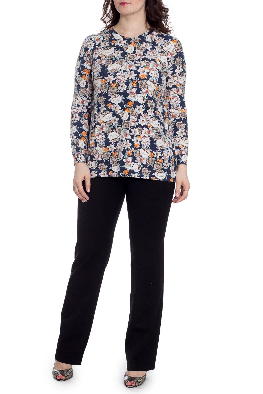 БлузкаБлузки<br>Цветная блузка с круглой горловиной и длинными рукавами. Модель выполнена из мягкой вискозы. Отличный выбор для повседневного гардероба.  В изделии использованы цвета: темно-синий, белый, зеленый и др.  Рост девушки-фотомодели 180 см.<br><br>Горловина: С- горловина<br>По материалу: Вискоза,Трикотаж<br>По рисунку: Растительные мотивы,С принтом,Цветные,Цветочные<br>По сезону: Весна,Зима,Лето,Осень,Всесезон<br>По силуэту: Приталенные<br>По стилю: Повседневный стиль<br>Рукав: Длинный рукав<br>Размер : 46,48,50,52,54,56,58<br>Материал: Трикотаж<br>Количество в наличии: 14