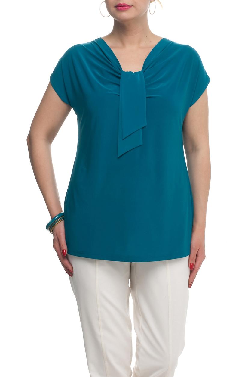 ТопБлузки<br>Однотонная женская блузка полуприталенного силуэта с декоративным элементом на груди. Модель выполнена из приятного трикотажа. Отличный выбор для любого случая.  Цвет: синий  Рост девушки-фотомодели 173 см<br><br>Горловина: Качель<br>По материалу: Трикотаж<br>По рисунку: Однотонные<br>По сезону: Весна,Зима,Лето,Осень,Всесезон<br>По силуэту: Полуприталенные<br>По стилю: Повседневный стиль<br>По элементам: С декором,Со складками<br>Рукав: Короткий рукав<br>Размер : 60,62,66,70<br>Материал: Холодное масло<br>Количество в наличии: 4