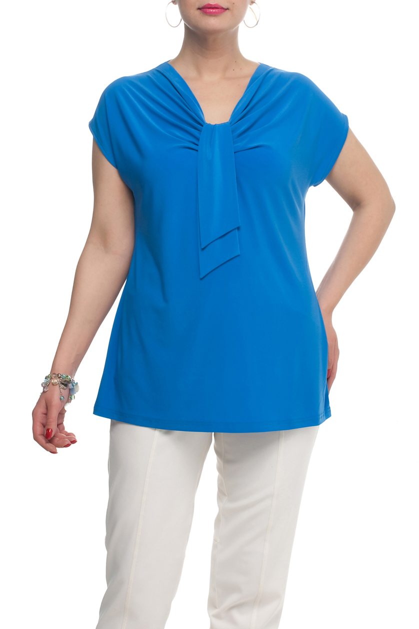 ТопБлузки<br>Однотонная женская блузка полуприталенного силуэта с декоративным элементом на груди. Модель выполнена из приятного трикотажа. Отличный выбор для любого случая.  Цвет: синий  Рост девушки-фотомодели 173 см<br><br>Горловина: Качель<br>По материалу: Трикотаж<br>По образу: Город,Свидание,Офис<br>По рисунку: Однотонные<br>По сезону: Весна,Зима,Лето,Осень,Всесезон<br>По силуэту: Полуприталенные<br>По стилю: Повседневный стиль,Офисный стиль<br>По элементам: С декором,Со складками<br>Рукав: Короткий рукав<br>Размер : 68,70,72<br>Материал: Холодное масло<br>Количество в наличии: 6