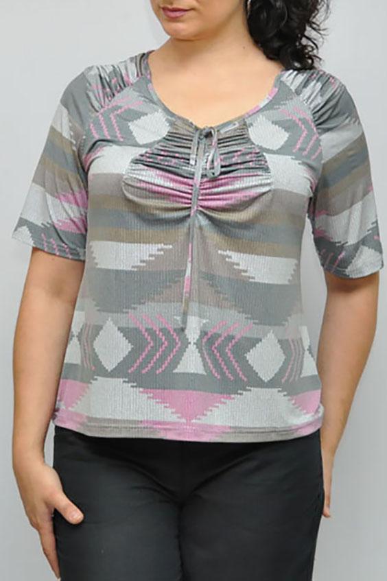 БлузкаБлузки<br>Цветная блузка с рукавами до локтя. Модель выполнена из приятного материала. Отличный выбор для повседневного гардероба.  В изделии использованы цвета: серый, розовый и др.  Рост девушки-фотомодели 176 см<br><br>Горловина: С- горловина<br>Застежка: С завязками<br>По материалу: Вискоза<br>По образу: Город<br>По рисунку: С принтом,Цветные<br>По сезону: Весна,Зима,Лето,Осень,Всесезон<br>По силуэту: Прямые<br>По стилю: Повседневный стиль<br>Рукав: Рукав три четверти<br>Размер : 64-66,68-70<br>Материал: Вискоза<br>Количество в наличии: 6