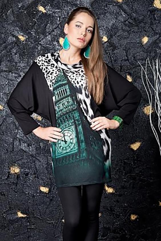 ТуникаТуники<br>Оригинальная женская туника с рукавами летучая мышь. Модель выполнена из приятной трикотажной ткани. Отличный выбор для повседневного гардероба.  Цвет: черный, белый, зеленый  Параметры (обхват груди; обхват талии; обхват бедер): 44 размер - 88; 66,4; 96 см 46 размер - 92; 70,6; 100 см 48 размер - 96; 74,2; 104 см 50 размер - 100; 90; 106 см 52 размер - 104; 94; 110 см 54-56 размер - 108-112; 98-102; 114-118 см 58-60 размер - 116-120; 106-110; 124-130 см<br><br>Горловина: С- горловина<br>По материалу: Трикотаж<br>По рисунку: Леопард,Цветные,С принтом<br>По силуэту: Полуприталенные<br>По стилю: Повседневный стиль<br>Рукав: Длинный рукав<br>По сезону: Осень,Весна<br>Размер : 50,52,54-56<br>Материал: Трикотаж<br>Количество в наличии: 3