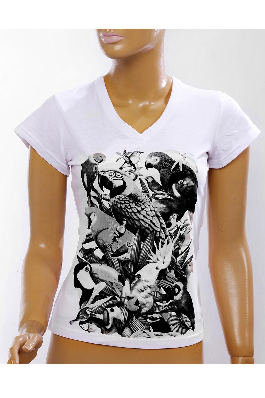 ФутболкаФутболки<br>Новый  вид термоаппликаций  на футболках. Меняет цвет на солнце.   Однотонная футболка с ярким принтом. Модель выполнена из мягкого трикотажа. Отличный выбор для повседневного гардероба.  В изделии использованы цвета: белый, черный, серый  Ростовка изделия 170 см<br><br>Горловина: V- горловина<br>По материалу: Трикотаж,Хлопок<br>По образу: Город<br>По рисунку: Животные мотивы,С принтом,Цветные<br>По сезону: Весна,Зима,Лето,Осень,Всесезон<br>По силуэту: Приталенные<br>По стилю: Повседневный стиль<br>По форме: Классические<br>Рукав: Короткий рукав<br>Размер : 46,48<br>Материал: Трикотаж<br>Количество в наличии: 2