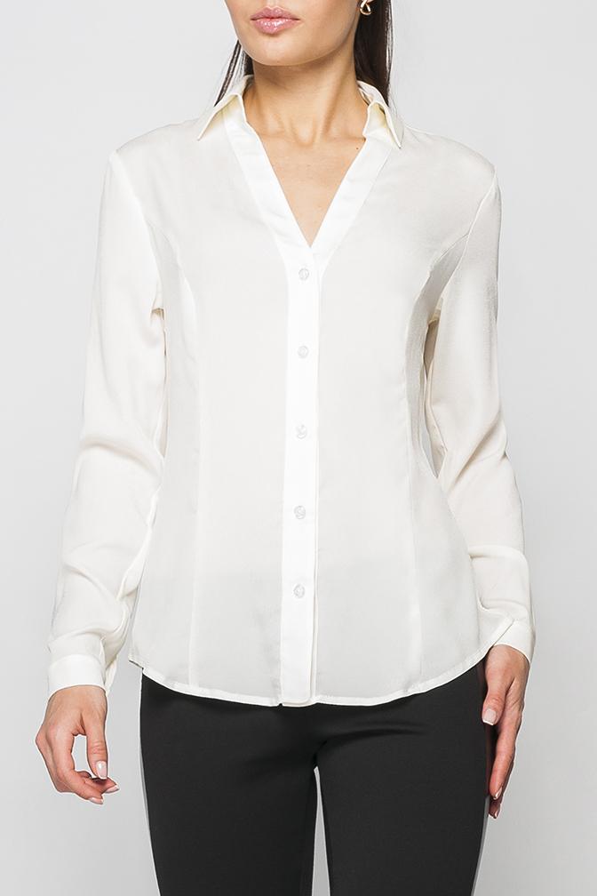 РубашкаРубашки<br>Рубашка женская полуприталеного силуэта. Нежная и элегантная модель которая идеально будет сочетаться как с юбкой так и с брюками.   Параметры изделия:  на 44 размер: длина по спинке - 67см, полуобхват по линии груди - 50см, длина рукава - 61 см;  на 52 размер: длина по спинке - 69см, полуобхват по линии груди - 58см, длина рукава - 62,5 см  В изделии использованы цвета: молочный  Рост девушки-фотомодели 170 см.<br><br>Воротник: Отложной<br>Горловина: V- горловина<br>По материалу: Тканевые<br>По рисунку: Однотонные<br>По сезону: Весна,Зима,Лето,Осень,Всесезон<br>По силуэту: Полуприталенные<br>По стилю: Офисный стиль,Повседневный стиль<br>По элементам: С манжетами<br>Рукав: Длинный рукав<br>Размер : 42<br>Материал: Блузочная ткань<br>Количество в наличии: 1