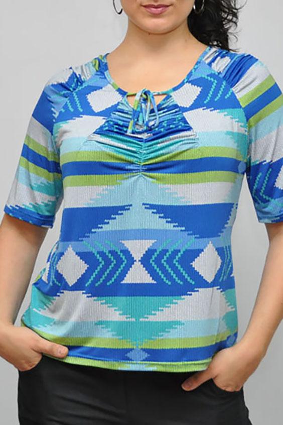 БлузкаБлузки<br>Цветная блузка с рукавами до локтя. Модель выполнена из приятного материала. Отличный выбор для повседневного гардероба.  В изделии использованы цвета: голубой, салатовый и др.  Рост девушки-фотомодели 176 см<br><br>Горловина: С- горловина<br>Застежка: С завязками<br>По материалу: Вискоза<br>По образу: Город<br>По рисунку: С принтом,Цветные<br>По сезону: Весна,Зима,Лето,Осень,Всесезон<br>По силуэту: Прямые<br>По стилю: Повседневный стиль<br>Рукав: Рукав три четверти<br>Размер : 68-70<br>Материал: Вискоза<br>Количество в наличии: 1