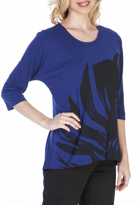 БлузкаБлузки<br>Повседневная блузка свободного силуэта. Модель выполнена из мягкого трикотажа. Отличный выбор для повседневного гардероба.  Цвет: синий, черный  Ростовка изделия 170 см.<br><br>Горловина: С- горловина<br>По материалу: Трикотаж<br>По рисунку: Цветные,С принтом<br>По сезону: Весна,Всесезон,Зима,Лето,Осень<br>По силуэту: Свободные<br>По стилю: Повседневный стиль<br>Рукав: Рукав три четверти<br>Размер : 44,46,48,50<br>Материал: Трикотаж<br>Количество в наличии: 4