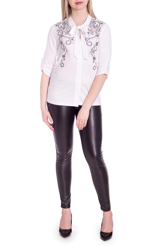 БлузкаБлузки<br>Белая блузка с контрастным принтом. Модель выполнена из приятного материала. Отличный выбор для повседневного гардероба.  В изделии использованы цвета: белый и др.  Рост девушки-фотомодели 170 см.<br><br>Застежка: С завязками,С пуговицами<br>По материалу: Вискоза<br>По рисунку: Вышивка,С принтом,Цветные<br>По сезону: Весна,Зима,Лето,Осень,Всесезон<br>По силуэту: Полуприталенные<br>По стилю: Повседневный стиль<br>По элементам: С патами<br>Рукав: Рукав три четверти<br>Размер : 44,46<br>Материал: Вискоза<br>Количество в наличии: 2