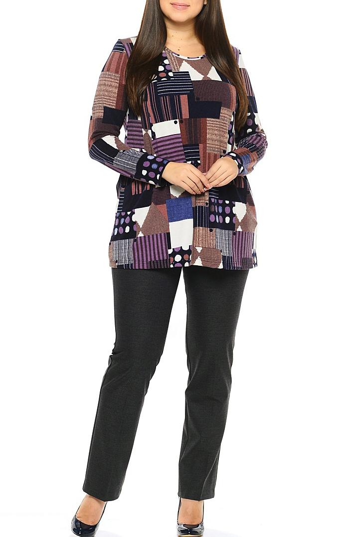 БлузкаТуники<br>Туника трапециевидного силуэта, рукава втачные, длинные. Прорезной карман.  В изделии использованы цвета: сиреневый, фиолетовый, бежевый и др.  Длина изделия по спинке 77 см.  Ростовка изделия 170 см.<br><br>Горловина: С- горловина<br>По материалу: Вискоза,Трикотаж<br>По рисунку: С принтом,Цветные<br>По силуэту: Полуприталенные<br>По стилю: Повседневный стиль<br>Рукав: Длинный рукав<br>По сезону: Осень,Весна<br>Размер : 52,54,56<br>Материал: Трикотаж<br>Количество в наличии: 5