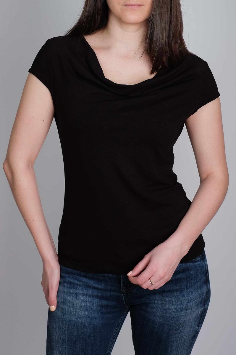 ТопБлузки<br>Однотонная блузка с горловиной качель и короткими рукавами. Модель выполнена из мягкой вискозы. Эта блузка выручит в любой ситуации!В изделии использованы цвета: черныйРостовка изделия 170 см.<br><br>Горловина: Качель<br>Рукав: Короткий рукав<br>Материал: Вискоза<br>Рисунок: Однотонные<br>Сезон: Весна,Всесезон,Зима,Лето,Осень<br>Силуэт: Приталенные<br>Стиль: Кэжуал,Офисный стиль,Повседневный стиль<br>Размер : 46,48,50<br>Материал: Вискоза<br>Количество в наличии: 3