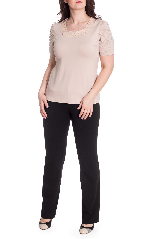 БлузкаБлузки<br>Однотонная блузка с декором у горловины. Модель выполнена из приятного материала. Отличный выбор для любого случая.  В изделии использованы цвета: бежевый  Рост девушки-фотомодели 180 см.<br><br>Горловина: С- горловина<br>По материалу: Вискоза<br>По рисунку: Однотонные<br>По сезону: Весна,Зима,Лето,Осень,Всесезон<br>По силуэту: Приталенные<br>По стилю: Повседневный стиль<br>По элементам: С декором<br>Рукав: Короткий рукав<br>Размер : 48,50<br>Материал: Вискоза<br>Количество в наличии: 2
