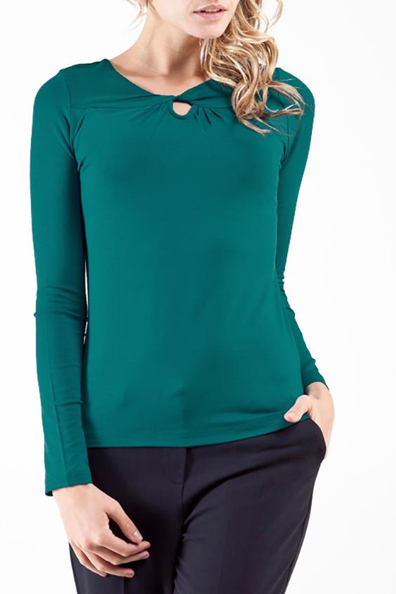 БлузкаБлузки<br>Однотонная блузка с длинными рукавами. Модель выполнена из мягкой вискозы. Отличный выбор для повседневного гардероба.  Цвет: зеленый  Ростовка изделия 170 см.<br><br>Горловина: С- горловина<br>По материалу: Вискоза<br>По рисунку: Однотонные<br>По сезону: Весна,Всесезон,Зима,Лето,Осень<br>По силуэту: Полуприталенные<br>По стилю: Офисный стиль,Повседневный стиль<br>По элементам: С вырезом,С декором<br>Рукав: Длинный рукав<br>Размер : 52<br>Материал: Вискоза<br>Количество в наличии: 1