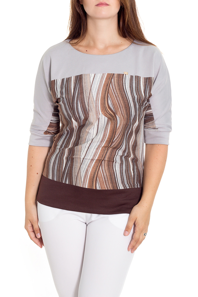 БлузаБлузки<br>Укороченная блуза  с цельнокроеными рукавами.  Рукава и низ блузки на двойной манжете.    Длина изделия: до 48 размера - 60 см., после 50 размера - 65 см.   В изделии использованы цвета: серый, коричневый, бежевый  Рост девушки-фотомодели 180 см<br><br>Горловина: С- горловина<br>По материалу: Вискоза,Трикотаж<br>По образу: Город<br>По рисунку: С принтом,Цветные<br>По сезону: Весна,Зима,Лето,Осень,Всесезон<br>По силуэту: Полуприталенные<br>По стилю: Повседневный стиль<br>По элементам: С манжетами<br>Рукав: Рукав три четверти<br>Размер : 52,56<br>Материал: Джерси<br>Количество в наличии: 2