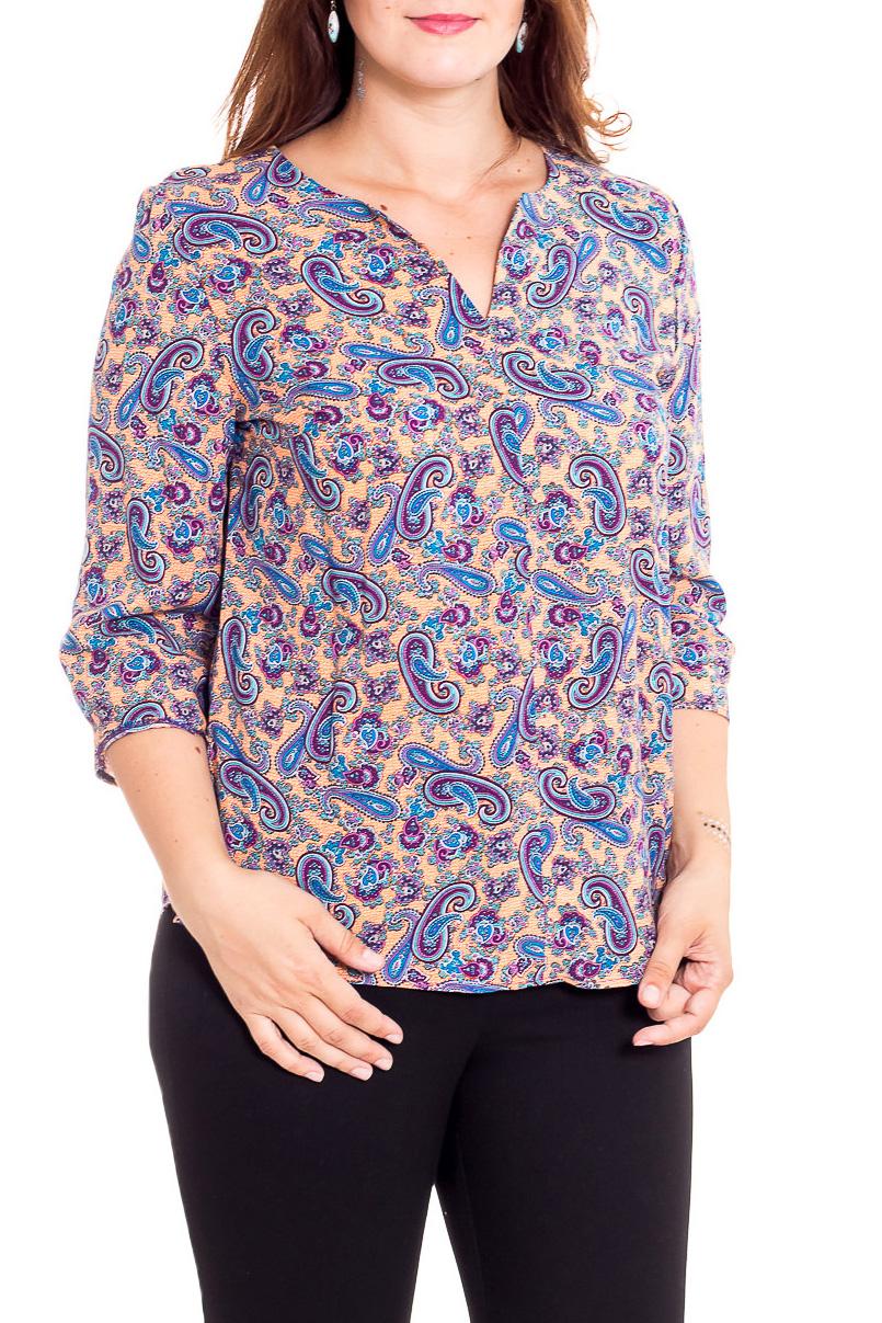 БлузкаБлузки<br>Цветная блузка с V-образной горловиной и рукавами 3/4. Модель выполнена из приятного материала. Отличный выбор для повседневного гардероба.  В изделии использованы цвета: персиковый, голубой, фиолетовый и др.  Рост девушки-фотомодели 180 см.<br><br>Горловина: V- горловина<br>По материалу: Вискоза<br>По рисунку: С принтом,Цветные,Этнические<br>По сезону: Весна,Зима,Лето,Осень,Всесезон<br>По силуэту: Полуприталенные<br>По стилю: Повседневный стиль<br>Рукав: Рукав три четверти<br>Размер : 48,50,52,54<br>Материал: Вискоза<br>Количество в наличии: 8