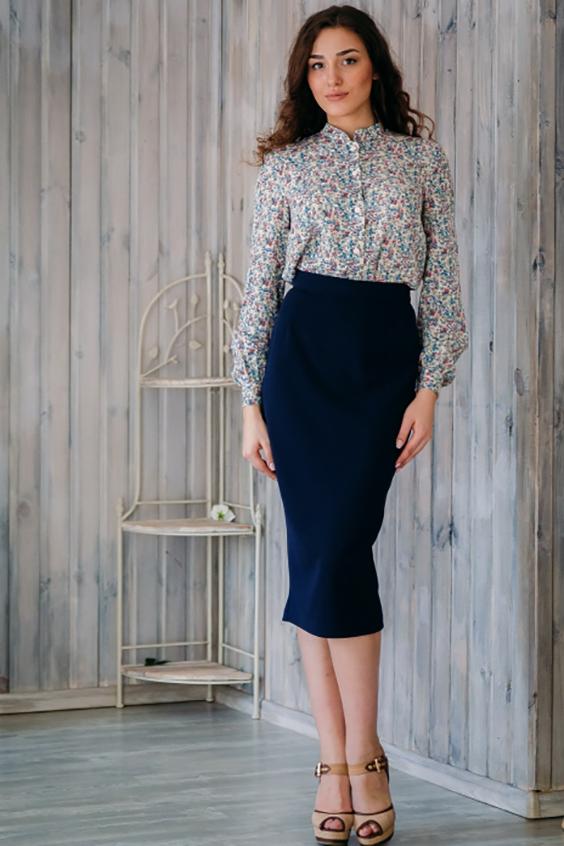БлузкаБлузки<br>Чудесная блузка с длинными рукавами. Модель выполнена из приятного материала. Отличный выбор для повседневного гардероба.   В изделии использованы цвета: белый, голубой, розовый и др.  Ростовка изделия 170 см<br><br>Воротник: Стойка<br>Застежка: С пуговицами<br>По материалу: Блузочная ткань<br>По рисунку: С принтом,Цветные<br>По сезону: Весна,Зима,Лето,Осень,Всесезон<br>По силуэту: Полуприталенные<br>По стилю: Повседневный стиль,Романтический стиль<br>По элементам: С манжетами<br>Рукав: Длинный рукав<br>Размер : 52,54<br>Материал: Блузочная ткань<br>Количество в наличии: 2