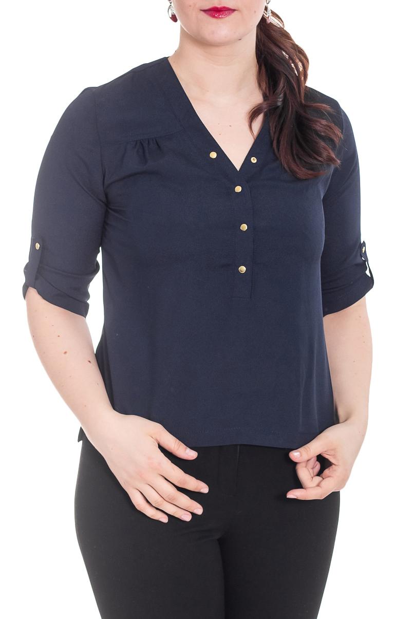 БлузкаБлузки<br>Блузка на планке с кнопочками. Спинка немного длинее переда, в боковых швах разрезы.  Цвет: синий  Рост девушки-фотомодели 180 см<br><br>Горловина: V- горловина<br>Застежка: С пуговицами<br>По материалу: Блузочная ткань,Тканевые<br>По рисунку: Однотонные<br>По сезону: Весна,Зима,Лето,Осень,Всесезон<br>По силуэту: Прямые<br>По стилю: Офисный стиль,Повседневный стиль<br>По элементам: С отделочной фурнитурой,С патами<br>Рукав: Рукав три четверти<br>Размер : 46,50,52<br>Материал: Блузочная ткань<br>Количество в наличии: 4