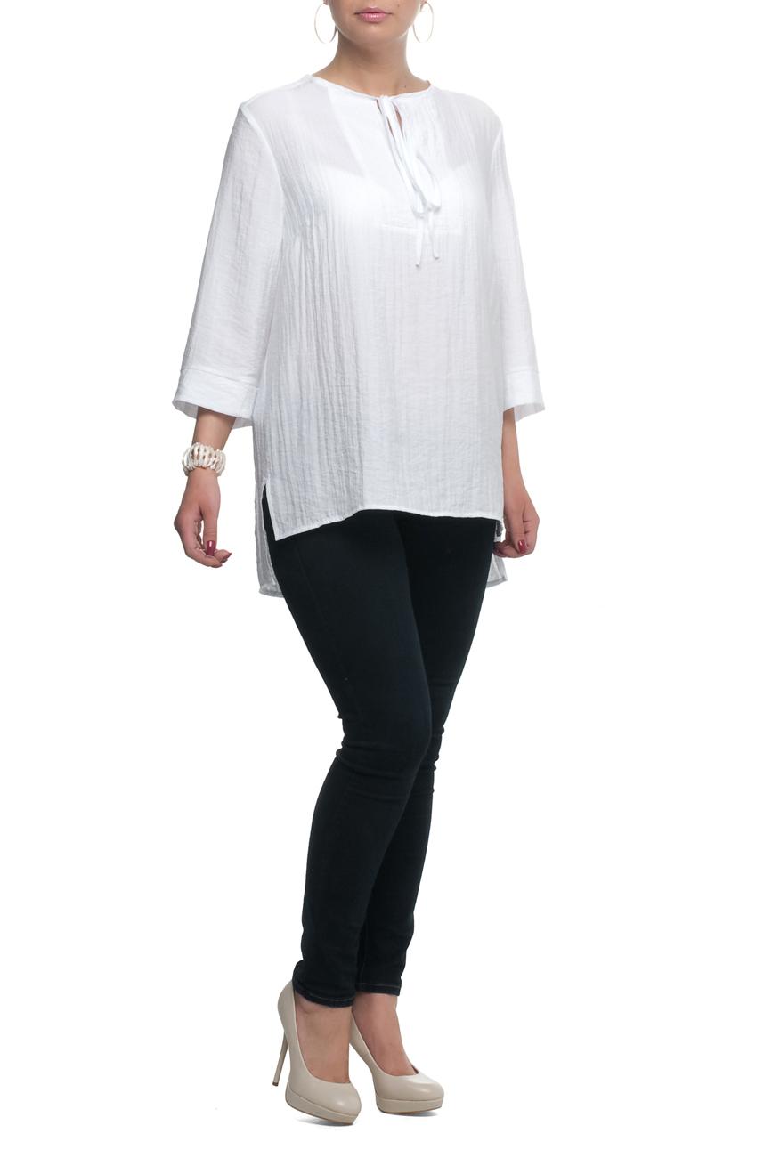 БлузкаБлузки<br>Замечательная блузка свободного силуэта с круглой горловиной и рукавами 3/4. Модель выполнена из приятного материала. Отличный выбор для любого случая.  В изделии использованы цвета: белый  Рост девушки-фотомодели 173 см.<br><br>Горловина: С- горловина<br>Застежка: С завязками<br>По материалу: Тканевые<br>По рисунку: Однотонные<br>По сезону: Весна,Зима,Лето,Осень,Всесезон<br>По силуэту: Прямые,Свободные<br>По стилю: Винтаж,Повседневный стиль<br>По элементам: С фигурным низом<br>Рукав: Рукав три четверти<br>Размер : 52,54,58,64<br>Материал: Блузочная ткань<br>Количество в наличии: 5