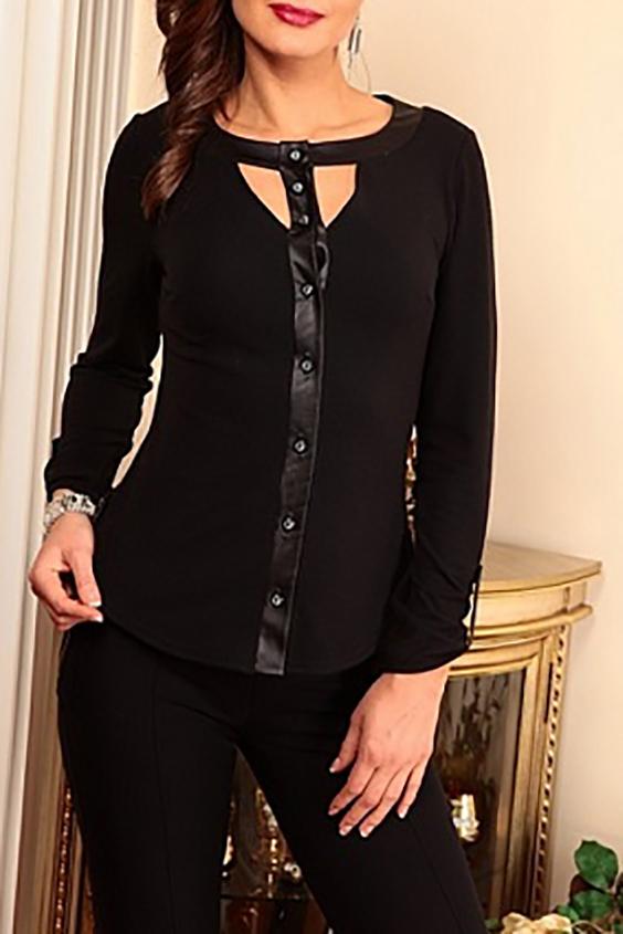 БлузкаБлузки<br>Интересная блузка с кожаным декором. Модель выполнена из приятного трикотажа. Отличный выбор для повседневного гардероба.  В изделии использованы цвета: черный  Параметры (обхват груди; обхват талии; обхват бедер): 44 размер - 88; 66,4; 96 см 46 размер - 92; 70,6; 100 см 48 размер - 96; 74,2; 104 см 50 размер - 100; 90; 106 см 52 размер - 104; 94; 110 см 54-56 размер - 108-112; 98-102; 114-118 см 58-60 размер - 116-120; 106-110; 124-130 см  Ростовка изделия 170 см.<br><br>Горловина: С- горловина<br>Застежка: С пуговицами<br>По материалу: Трикотаж<br>По рисунку: Однотонные<br>По сезону: Весна,Зима,Лето,Осень,Всесезон<br>По силуэту: Приталенные<br>По стилю: Повседневный стиль<br>По элементам: С декором,С кожаными вставками,С патами<br>Рукав: Длинный рукав<br>Размер : 46,50<br>Материал: Трикотаж + Искусственная кожа<br>Количество в наличии: 2