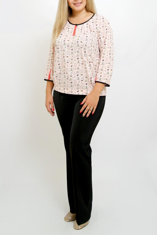 БлузкаБлузки<br>Очаровательная женская блузка из струящегося шелка. Изделие станет лучшим предложением для современных женщин.   Цвет: розовый.  Ростовка изделия 170 см.<br><br>Горловина: С- горловина<br>По материалу: Шелк<br>По рисунку: С принтом,Цветные<br>По сезону: Весна,Зима,Лето,Осень,Всесезон<br>По силуэту: Прямые<br>По стилю: Повседневный стиль<br>Рукав: Рукав три четверти<br>Размер : 46,48,50,52,54,56,58,60,62,64<br>Материал: Шелк<br>Количество в наличии: 17