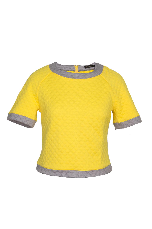 ДжемперДжемперы<br>Молодежный джемпер в спортивном стиле. Модель выполнена из фактурного трикотажа. Отличный выбор для любого случая.  В изделии использованы цвета: желтый, серый  Ростовка изделия 170 см  Параметры размеров: 42 размер - обхват груди 82-85 см., обхват талии 66-69 см., обхват бедер 92-95 см. 44 размер - обхват груди 86-89 см., обхват талии 70-73 см., обхват бедер 96-98 см. 46 размер - обхват груди 90-93 см., обхват талии 74-77 см., обхват бедер 99-101 см. 48 размер - обхват груди 94-97 см., обхват талии 78-81 см., обхват бедер 102-104 см. 50 размер - обхват груди 98-101 см., обхват талии 82-85 см., обхват бедер 105-107 см.<br><br>Горловина: С- горловина<br>По материалу: Вискоза,Трикотаж<br>По рисунку: Фактурный рисунок,Цветные<br>По силуэту: Прямые<br>По стилю: Кэжуал,Молодежный стиль,Повседневный стиль,Спортивный стиль<br>По элементам: С манжетами<br>Рукав: Короткий рукав<br>По сезону: Осень,Весна<br>Размер : 42,44,46,48<br>Материал: Трикотаж<br>Количество в наличии: 4
