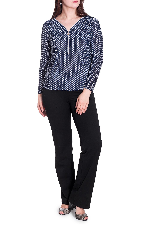 БлузкаБлузки<br>Чудесная блузка с застежкой quot;молнияquot;. Модель выполнена из приятного материала. Отличный выбор для любого случая.  В изделии использованы цвета: синий, белый  Параметры размеров: 44 размер - обхват груди 84 см., обхват талии 72 см., обхват бедер 97 см. 46 размер - обхват груди 92 см., обхват талии 76 см., обхват бедер 100 см. 48 размер - обхват груди 96 см., обхват талии 80 см., обхват бедер 103 см. 50 размер - обхват груди 100 см., обхват талии 84 см., обхват бедер 106 см. 52 размер - обхват груди 104 см., обхват талии 88 см., обхват бедер 109 см. 54 размер - обхват груди 110 см., обхват талии 94,5 см., обхват бедер 114 см. 56 размер - обхват груди 116 см., обхват талии 101 см., обхват бедер 119 см. 58 размер - обхват груди 122 см., обхват талии 107,5 см., обхват бедер 124 см. 60 размер - обхват груди 128 см., обхват талии 114 см., обхват бедер 129 см.  Ростовка изделия 168 см.  Рост девушки-фотомодели 180 см.<br><br>Горловина: V- горловина<br>По материалу: Блузочная ткань,Тканевые<br>По рисунку: С принтом,Цветные<br>По сезону: Весна,Зима,Лето,Осень,Всесезон<br>По силуэту: Полуприталенные<br>По стилю: Повседневный стиль<br>По элементам: С декором,С отделочной фурнитурой<br>Рукав: Длинный рукав<br>Размер : 50,52,54<br>Материал: Блузочная ткань<br>Количество в наличии: 3