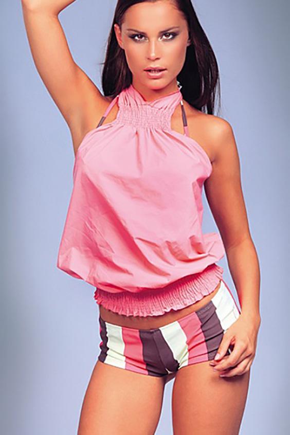 БлузкаБлузки<br>Свободная блузка с открытыми плечами. Отличный выбор для летнего гардероба или пляжного отдыха. Возможны незначительные отличия от фотографии  Цвет: розовый<br><br>По рисунку: Однотонные<br>По сезону: Весна,Всесезон,Зима,Лето,Осень<br>По силуэту: Свободные<br>По элементам: С открытыми плечами<br>По стилю: Летний стиль,Молодежный стиль,Повседневный стиль<br>Рукав: Без рукавов<br>Воротник: Фантазийный<br>По материалу: Тканевые<br>Размер : 44,46,48<br>Материал: Полиэстер<br>Количество в наличии: 3