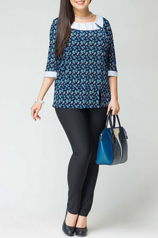 БлузкаБлузки<br>Чудесная блузка с рукавами 3/4, круглый вырез горловины, свободный силуэта. Модель с белым воротничком и манжетами. Отличный вариант под брюки.  Цвет: синий, голубой, белый  Рост девушки-фотомодели 170 см<br><br>Воротник: Отложной<br>Горловина: С- горловина<br>По материалу: Трикотаж<br>По рисунку: С принтом,Цветные,Этнические<br>По сезону: Весна,Зима,Лето,Осень,Всесезон<br>По силуэту: Свободные<br>По стилю: Повседневный стиль<br>По элементам: С воротником,С манжетами<br>Рукав: Рукав три четверти<br>Размер : 52,54<br>Материал: Холодное масло<br>Количество в наличии: 3