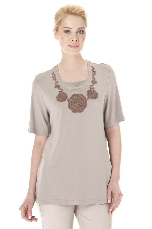 БлузкаБлузки<br>Однотонная блузка с круглой горловиной, короткими рукавами и декоративным элементом у горловины. Модель выполнена из приятного материала. Отличный выбор для любого случая.  Цвет: бежевый  Ростовка изделия 170 см.<br><br>По образу: Свидание,Город,Офис<br>По стилю: Офисный стиль,Повседневный стиль<br>По материалу: Вискоза,Трикотаж<br>По рисунку: Однотонные<br>По сезону: Осень,Весна,Всесезон,Зима,Лето<br>По силуэту: Свободные<br>По элементам: С декором<br>Рукав: До локтя,Короткий рукав<br>Горловина: С- горловина<br>Размер: 52-54,56-58,60-62<br>Материал: 96% вискоза 4% эластан<br>Количество в наличии: 2