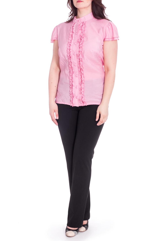 БлузкаБлузки<br>Женственная блузка с рюшами и короткими рукавами. Модель выполнена из приятного материала. Отличный выбор для повседневного гардероба.  В изделии использованы цвета: розовый  Рост девушки-фотомодели 180 см<br><br>Воротник: Стойка<br>Застежка: С пуговицами<br>По материалу: Хлопок<br>По рисунку: Однотонные<br>По сезону: Весна,Зима,Лето,Осень,Всесезон<br>По силуэту: Приталенные<br>По стилю: Повседневный стиль,Романтический стиль<br>По элементам: С воланами и рюшами<br>Рукав: Короткий рукав<br>Размер : 60,62,64<br>Материал: Хлопок<br>Количество в наличии: 3